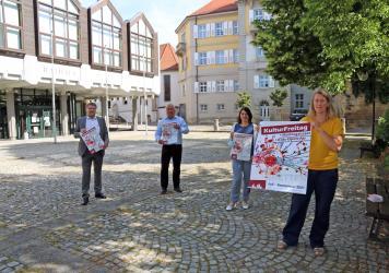 Pressetermin zum KulturFreitag vor dem Rathaus