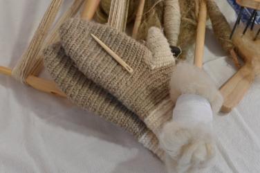 Nadelgebundene Handschuhe