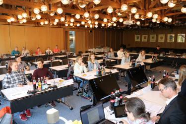 Perspektivenwechsel bei der ersten öffentlichen Sitzung des Jugendgemeinderats