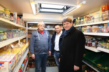 Bürgermeister Michael Nöltner mit Ortsvorsteher Timo Hagino und Siegfried Guggolz
