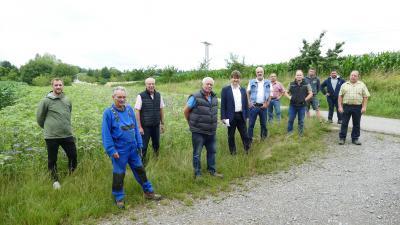 Matthias Pittinger, Stadtverwaltung, die Landwirte Torsten Fundis, Helmut Bechtold, Richard Ciepielewski, Bürgermeister Michael