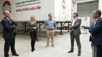 Senior Anton Pleyer, Marketingleiterin Sandra Pawel, Geschäftsführer Achim Pleyer, Oberbürgermeister Martin Wolff und der Leiter